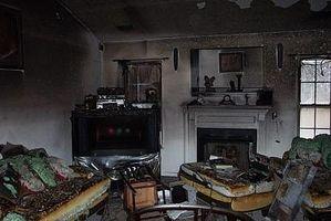 Come pulire le tue cose di fumo e fuliggine Dopo una casa Fuoco