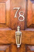 Come rimuovere l'acqua-base di cera da porte in legno