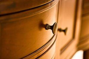 Come pulire mobili antichi finitura legno