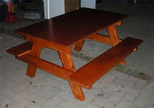Come costruire un tavolo da picnic Sized Bambino