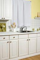 Olio vs lattice per armadio da cucina Refinishing