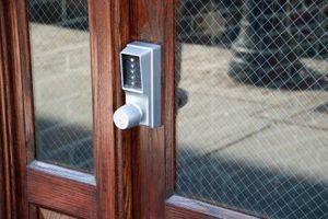 Come Richiudere una porta esterna