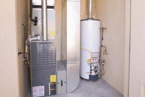 Come nascondere un riscaldatore di acqua Furnace & Hot