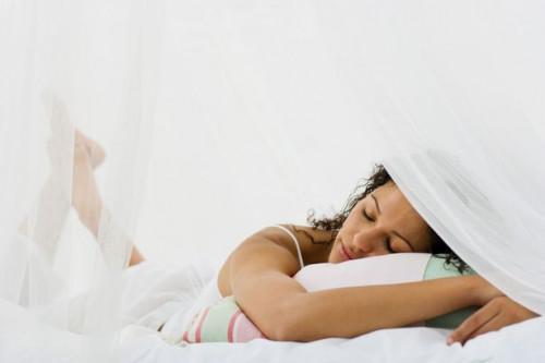 Come fare un baldacchino per un divano letto
