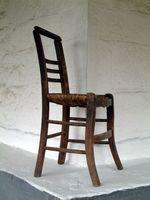 Creazione di copertine per gli schienali delle sedie in legno