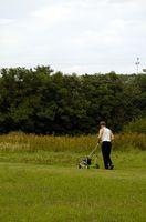 Come trovare il filtro del carburante in un Yardman Lawn Mower