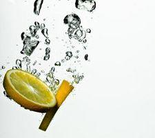 Ricostituito succo di limone per uccidere le pulci