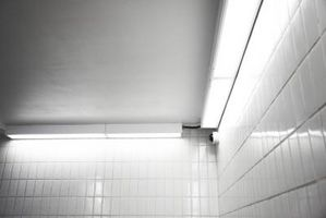 Come aggiungere righe decorativi ad un Tile Backsplash metropolitana