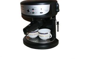 Come si usa una macchina Krups Espresso per riscaldare l'acqua con l'ugello del vapore?