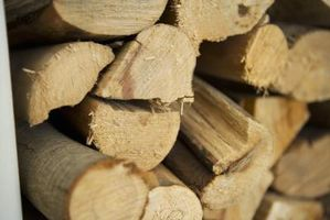 Come fare un rack di stoccaggio coperto per legna da ardere