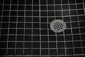 Un odore di uova marce sotto la doccia scarico
