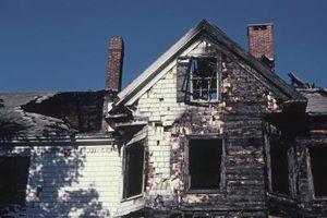 Come rimuovere Smoke & fuliggine da una casa di fuoco