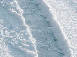 Come sostituire un bullone di sicurezza su un Ariens 524 Snowblower