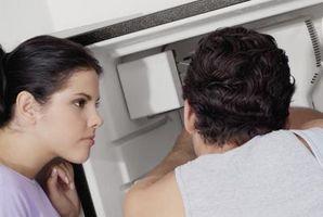 Un odore di bruciato dal mio frigorifero Quando apro la porta
