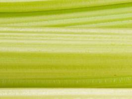 Decorare con sedano verde