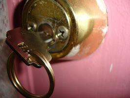 Diversi tipi di serrature per porte