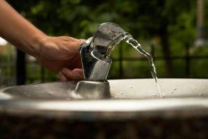 Come ottenere stampo fuori di una fontana di acqua all'aperto