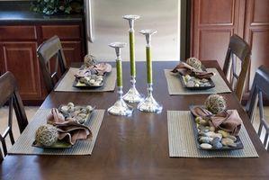 Come faccio a rimuovere le macchie da un tavolo da pranzo?