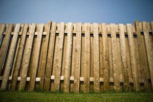 Come rinforzare una debole recinzione di legno