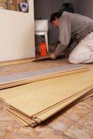 Come tagliare un pezzo di pavimenti in laminato di forma e finitura l'ultima riga