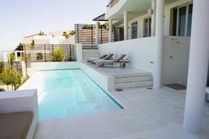 Quanto liquido candeggina per una piscina?