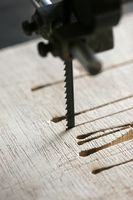 Come tagliare gambe affusolate tabella su una sega circolare