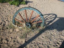 Come usare una ruota di carro in un giardino
