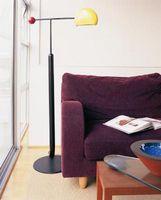 Punte di decorazione per un color prugna Couch