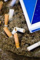 Come lavare i muri con la sigaretta di fumo