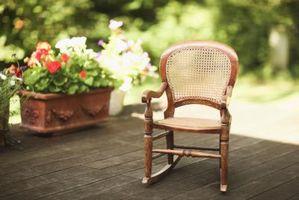Come sostituire un pannello posteriore di canna su una sedia