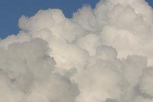 Quali colori di vernice devo usare per dipingere nuvole su un soffitto?