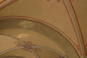 Come dipingere un vassoio soffitto utilizzando stencil