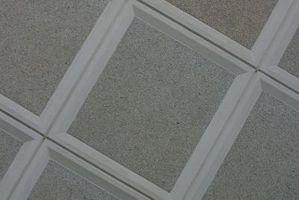 Come tagliare le piastrelle del soffitto smussato sospeso