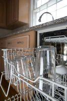 La mia lavastoviglie non sta ottenendo i piatti puliti sul cestello superiore