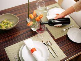 Come rimuovere Fine nebuloso su un tavolo da pranzo
