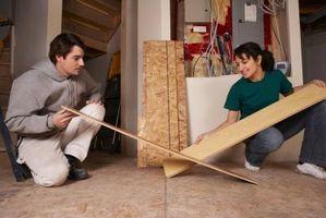 Come tagliare un pezzo finale di pavimenti in laminato