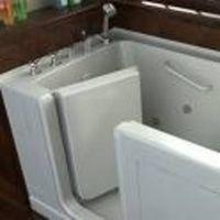 Come installare una vasca da bagno con una porta per una persona per disabili