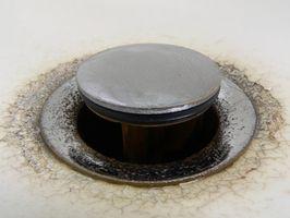 Come rimuovere una spina da un lavandino del bagno