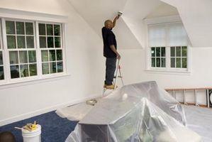 Come rimuovere la vernice di lattice da una tela dipinta a soffitto