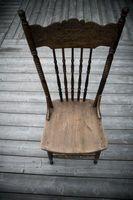Come installare cuscini di seduta su sedie di legno