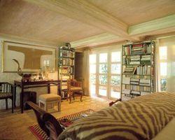 Come costruire un pavimento al soffitto Libreria che ha un tetto inclinato