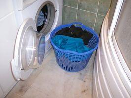 Come rimuovere le macchie gialle di lavanderia