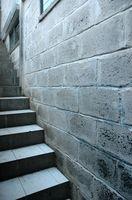 Come rimuovere e prevenire la muffa e muffa sulle pareti in blocchi di calcestruzzo