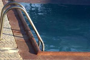 Quanto cloro liquido si usa per Shock una piscina interrata?