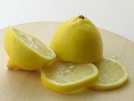 Come rimuovere le macchie gialle dal bianco di plastica