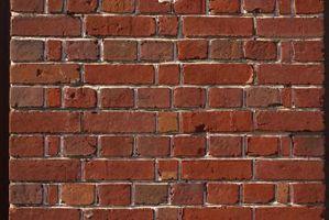 Fuoriuscire attraverso un muro di mattoni