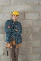 Non calcestruzzo pareti in blocchi hanno bisogno di essere chiuso prima del rivestimento in mattoni è Laid?