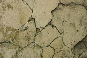 Come risolvere e riparare le crepe in un muro di cemento Esterno in un seminterrato