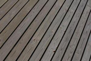 Che prodotto deve essere utilizzato tra il legno Deck Sleepers e un tetto in PVC?