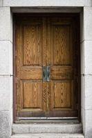 Come riparare fessure porte in legno